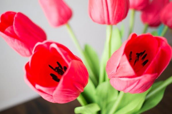DIY Faux Tulip Arrangement for Spring #DIY #fauxflowers #homedecor