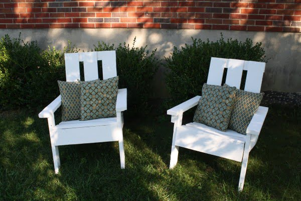 Pallet Adirondack Chair #DIY #patio #backyard #outdoors #furniture