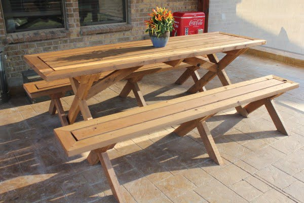 Sleek Picnic Table With Detached Benches #DIY #patio #outdoors #backyard #furniture