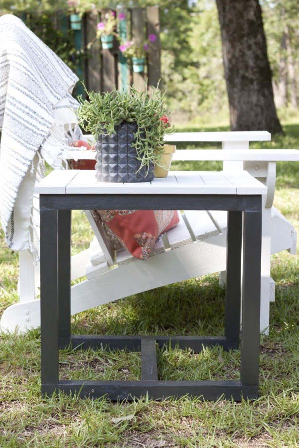 DIY Outdoor Side Table #DIY #patio #outdoors #backyard #furniture