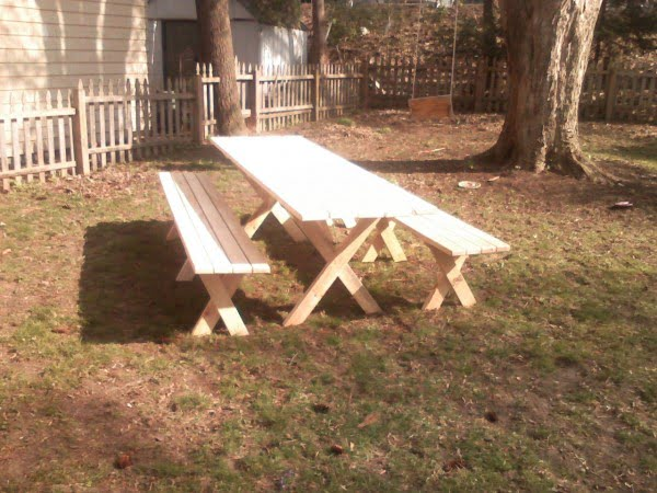Picnic Table With Detached Benches #DIY #patio #outdoors #backyard #furniture