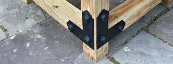 DIY: How to Build a Round Outdoor Dining Table #DIY #patio #outdoors #backyard #furniture