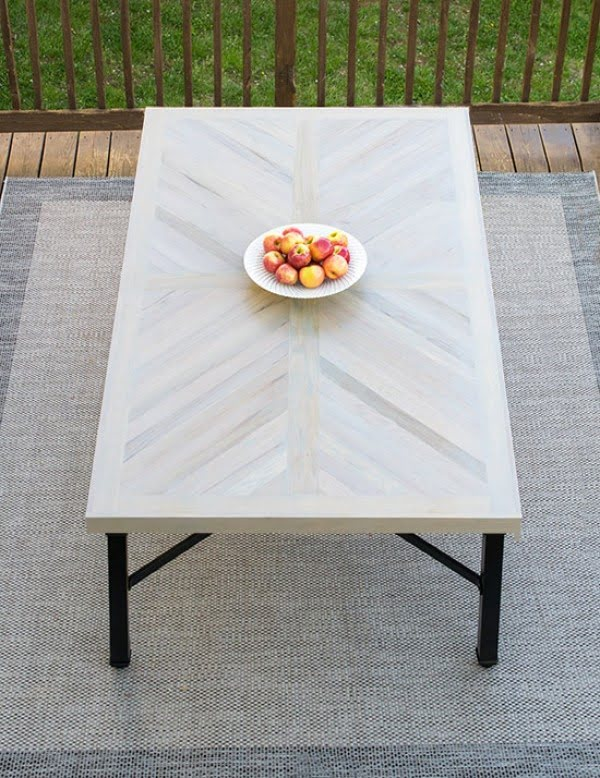 DIY Outdoor Dining Table - #DIY #patio #outdoors #backyard #furniture