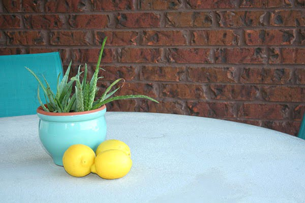 How to Create a Concrete Table Top for Your Patio Table #DIY #patio #outdoors #backyard #furniture