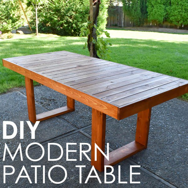 West Elm Inspired DIY Patio Table #DIY #patio #outdoors #backyard #furniture
