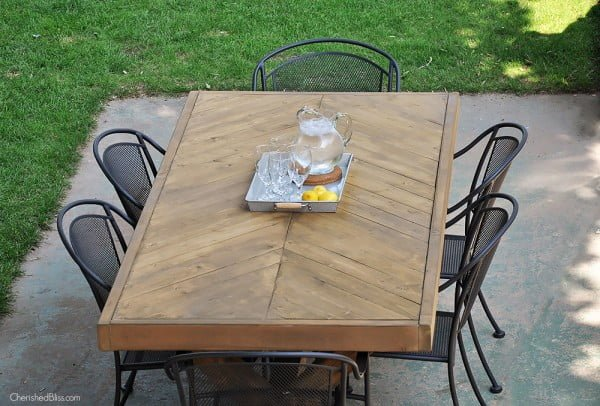 DIY Outdoor Table #DIY #patio #outdoors #backyard #furniture