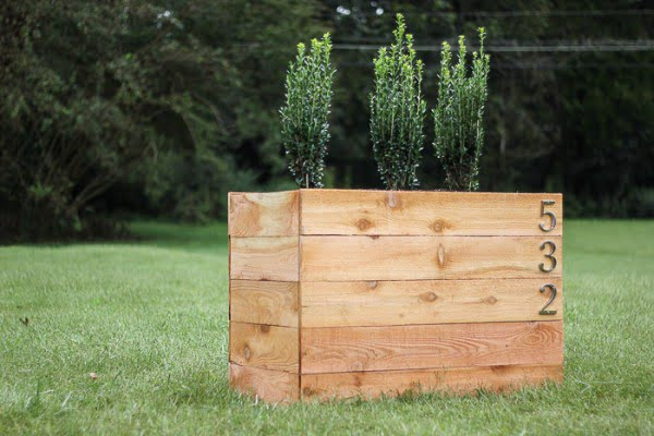 Snap Together DIY Cedar Planter Box