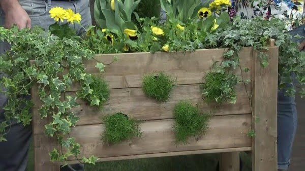 How to DIY a pallet planter box for a cascading garden