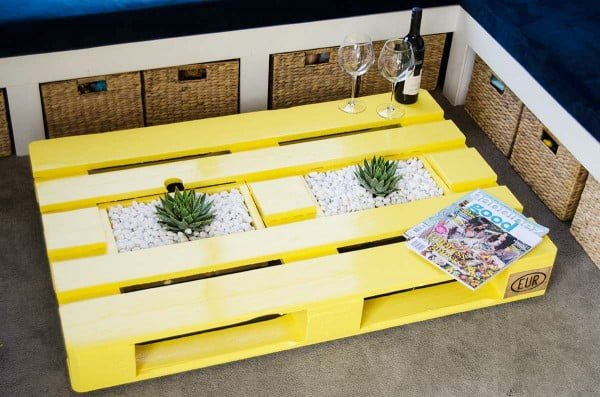 DIY Pallet Coffee Table with Planter Boxes   ing