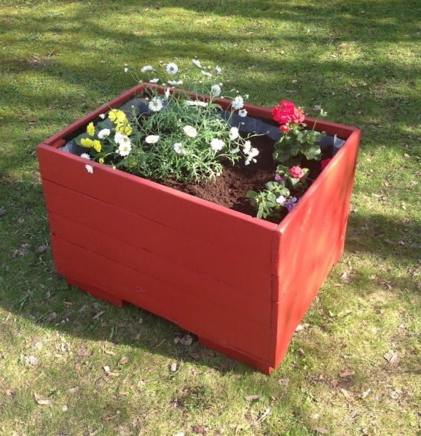 DIY planterbox made from a recycled wooden pallet   ing