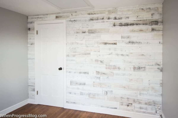 How to Create and Install a DIY Reclaimed Wood Accent Wall #DIY #reclaimedwood #homedecor #rustic #farmhouse