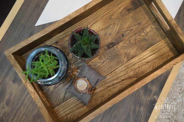 DIY Reclaimed Wood Tray (West Elm Knockoff) #DIY #reclaimedwood #homedecor #rustic #farmhouse