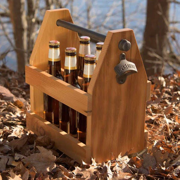DIY Reclaimed Barn Wood Beer Caddy #DIY #reclaimedwood #homedecor #rustic #farmhouse