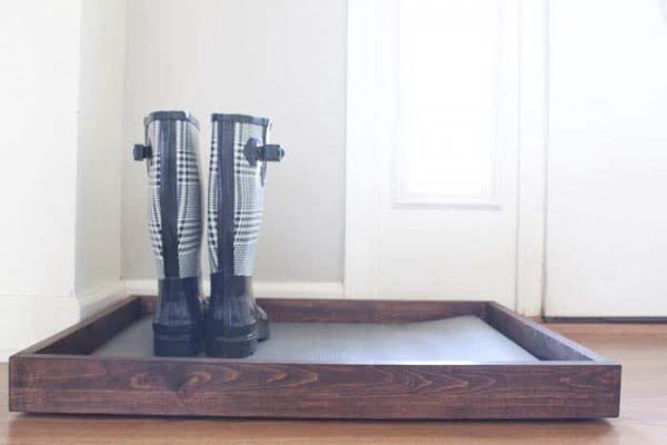 DIY Wooden Boot Tray & Shoe Organizer #DIY #homedecor #organization