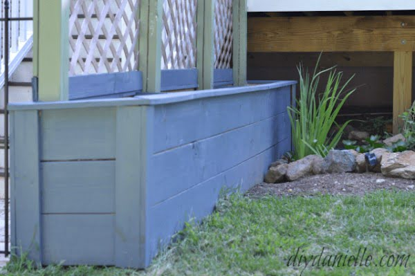 How to Build Simple Privacy Planters with Lattice - DIY Danielle