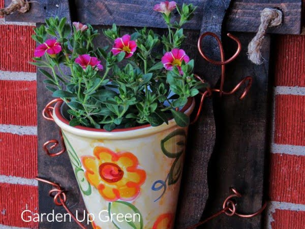 DIY Wall Planter – Garden Up Green