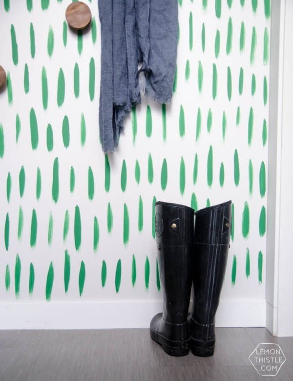 DIY Graphic Brushstrokes Hand Painted Wallpaper #DIY #homedecor #walldecor