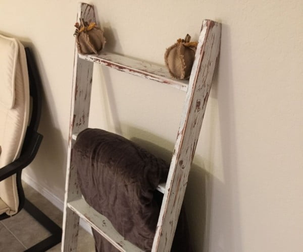 Rustic Blanket Ladder #DIY #woodworking #storage #organize #homedecor