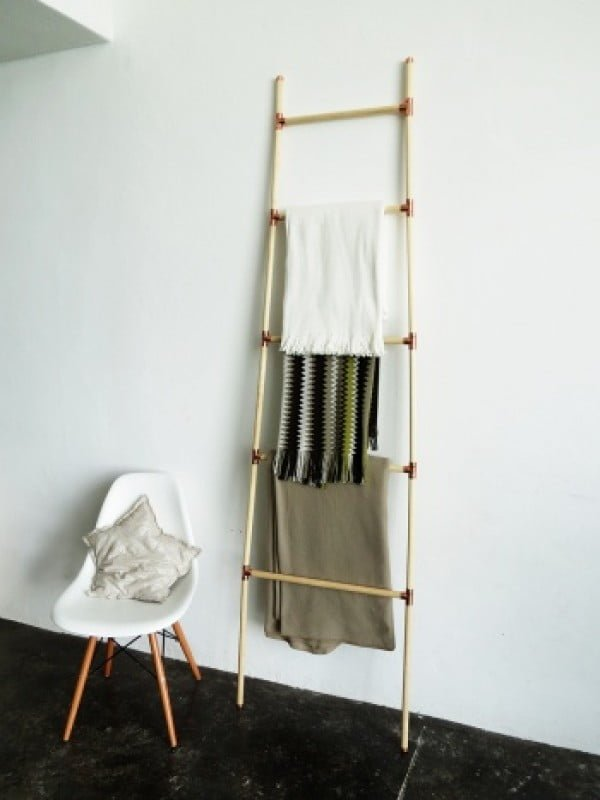 A DIY blanket ladder by Ama Ryllis #DIY #woodworking #storage #organize #homedecor