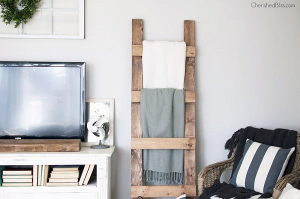 DIY Blanket Ladder Free Plans #DIY #woodworking #storage #organize #homedecor