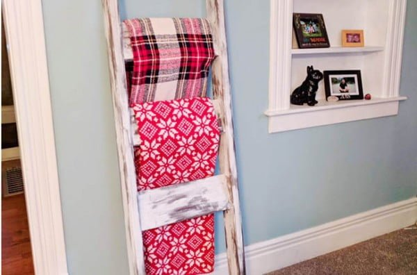 How to Make a DIY Blanket Ladder #DIY #woodworking #storage #organize #homedecor