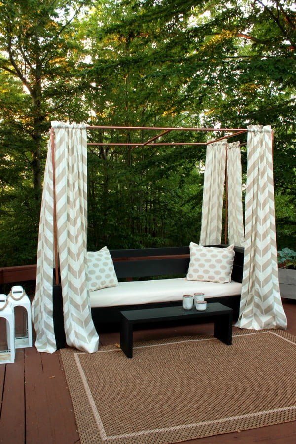 DIY Mini Cabana Made from Copper Pipe #DIY #backyard #garden #outdoors