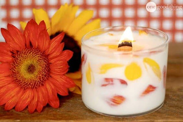 DIY Floral Candle – The Perfect Handmade Gift Idea! · Jillee #DIY #candle #homdecor #crafts