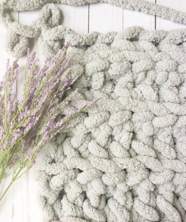 How to make DIY chunky knit blanket (arm knit or finger knit)