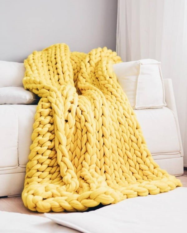 Giganto-Blanket Tutorial Explains How to Make a Chunky Knit Blanket