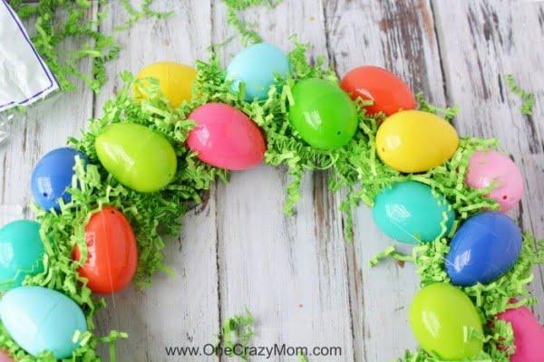 DIY Easter Egg Wreath #easter #easterwreath #wreath #DIY #crafts #homedecor #springdecor