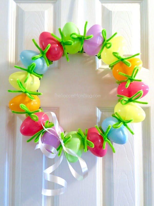 The Easiest DIY Easter Egg Wreath #easter #easterwreath #wreath #DIY #crafts #homedecor #springdecor