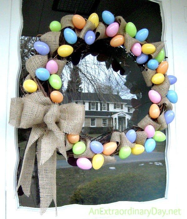 DIY Home Decor :: Easy Grapevine and Burlap Easter Egg Wreath Tutorial #easter #easterwreath #wreath #DIY #crafts #homedecor #springdecor