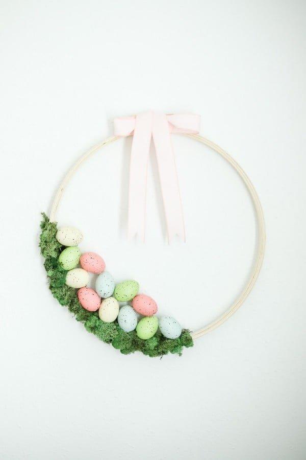 Easy Easter Wreath Idea #easter #easterwreath #wreath #DIY #crafts #homedecor #springdecor
