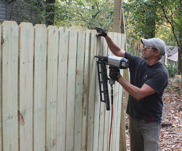 DIY Privacy Fence #DIY #backyard #garden #woodworking