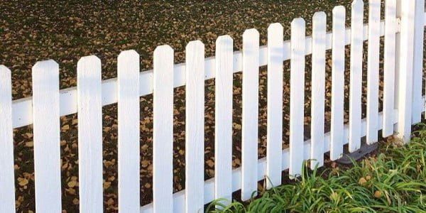 How To Build A Fence #DIY #backyard #garden #woodworking