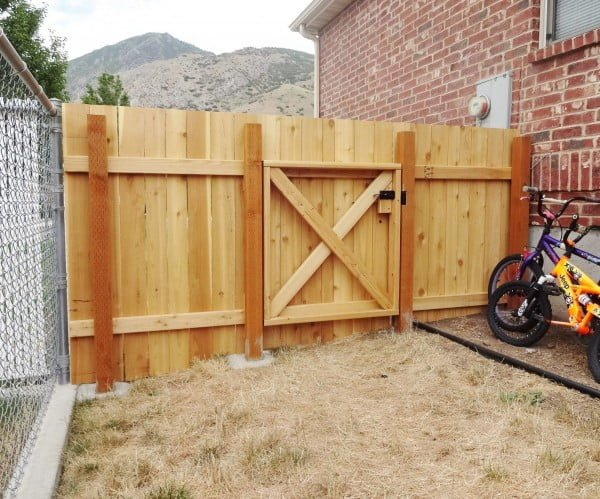 Build a Wooden Fence and Gate #DIY #backyard #garden #woodworking