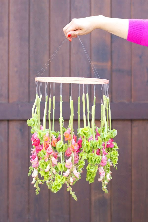 DIY Hanging Flower Chandelier #DIY #floral #chandelier #homedecor #lighting