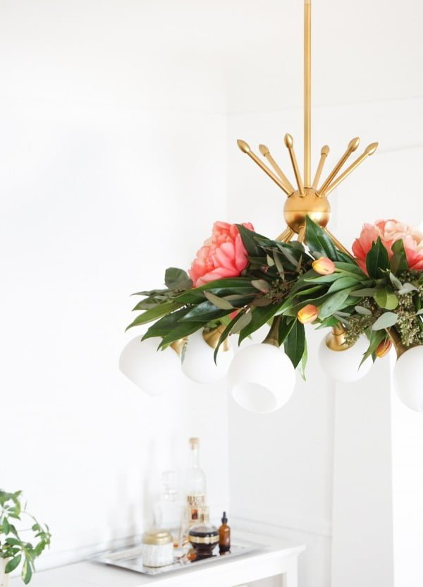 DIY Floral Chandelier Garland #DIY #floral #chandelier #lighting #homedecor