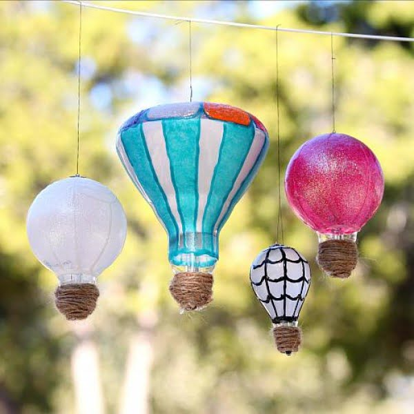 DIY Light Bulb Hot Air Balloons #DIY #homedecor #craft #repurpose