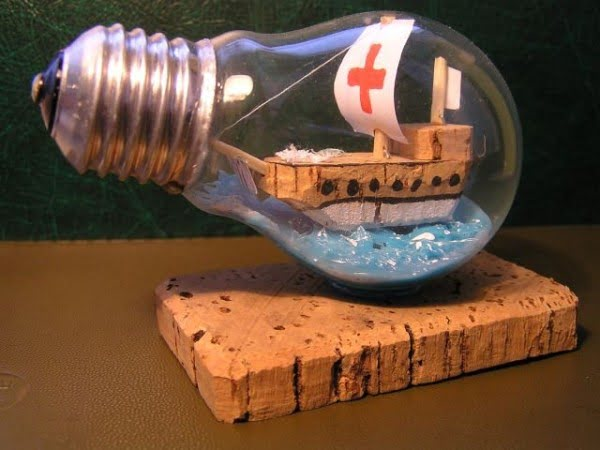 Recycle Old Light Bulb #DIY #homedecor #craft #repurpose