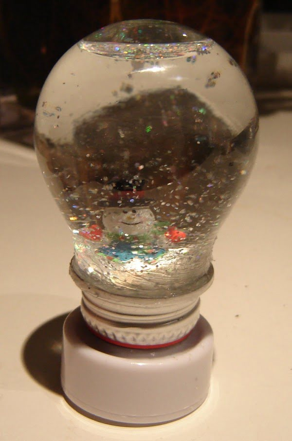 Light Bulb Snow Globes #DIY #homedecor #craft #repurpose