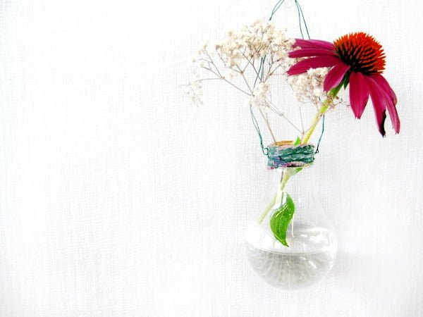 DIY Light Bulb Vase #DIY #homedecor #craft #repurpose