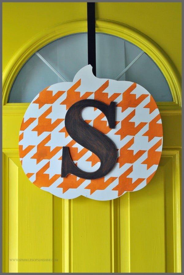 For Fall DIY Monogrammed Pumpkin Door Decor #DIY #monogram #homedecor #walldecor