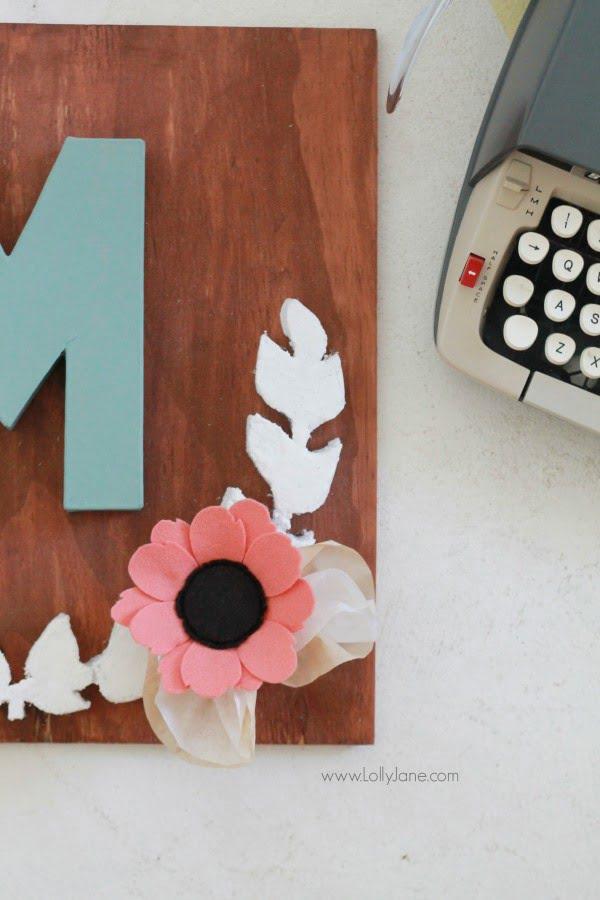 DIY foam laurel wall decor #DIY #monogram #homedecor #walldecor