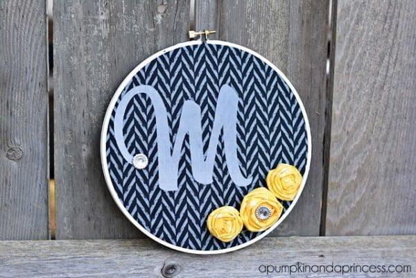DIY Monogram Embroidery Hoop Decor #DIY #monogram #homedecor #walldecor
