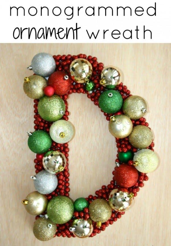 DIY Christmas Decor {Wreath} #DIY #monogram #homedecor #walldecor