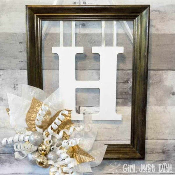 Christmas Monogram Door Hanger #DIY #monogram #homedecor #walldecor