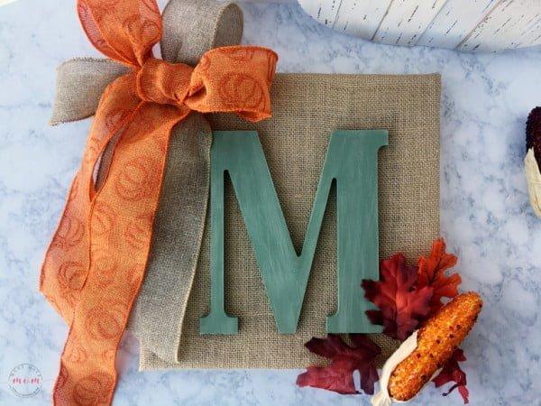 Easy DIY Monogram Sign for Fall Even If You Don't Craft #DIY #monogram #homedecor #walldecor
