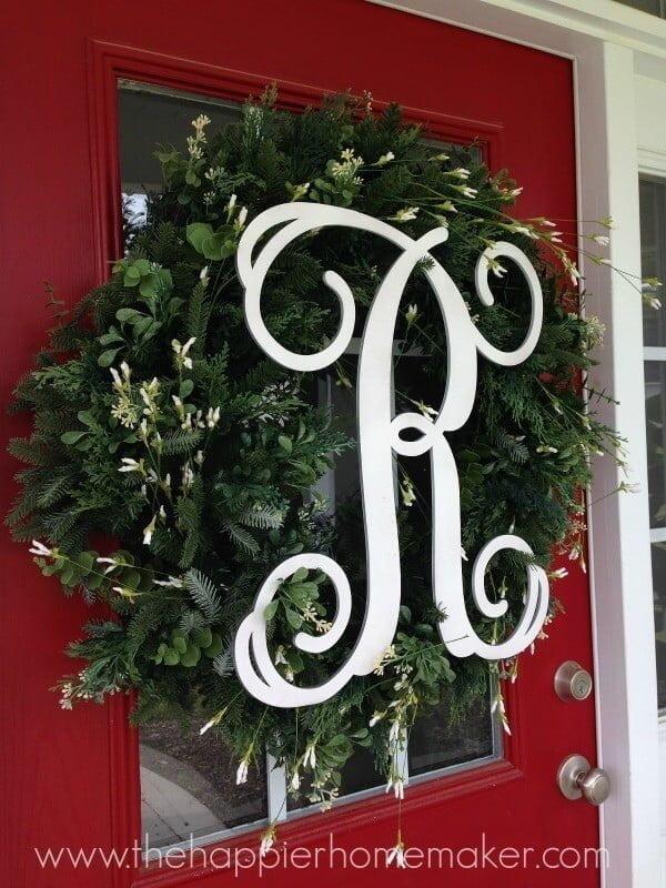 DIY Monogram Spring Wreath #DIY #monogram #homedecor #walldecor
