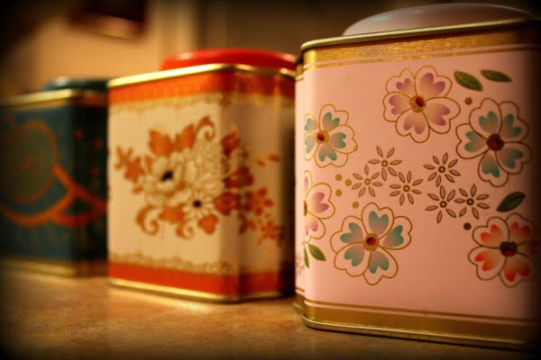 Make a Pendant Light from a Vintage Tea Tin
